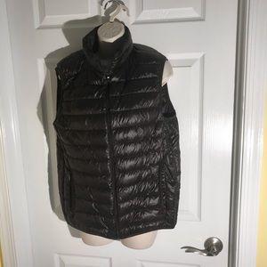 Black Uniqlo's 90% duck down lightweight vest.